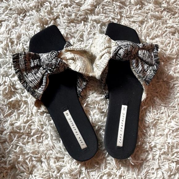 Flat sandals by Zara